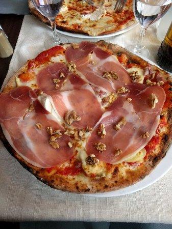 restaurant la via roma dans rennes avec cuisine p tes e pizza. Black Bedroom Furniture Sets. Home Design Ideas