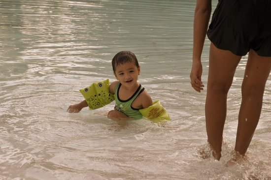 Plantation Bay Resort And Spa: very safe for young kids to play in the many pool areas.