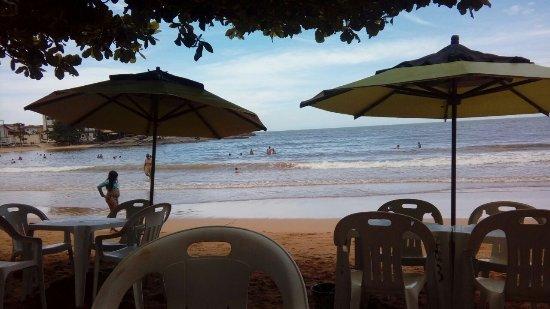 Iriri, ES: Praia com ondas, mas tranquila! Bom para a família!