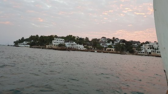Kijani Hotel: View of Shela from the boat