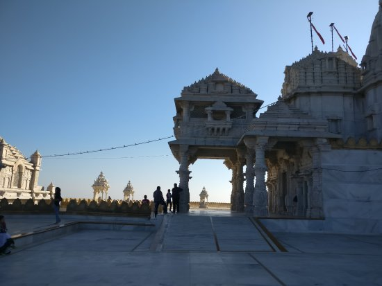 Palitana, Индия: huge temple with great build arcticture........great place