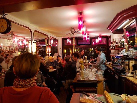 Le petit cafe de montmartre paris montmartre for Restaurant le miroir montmartre