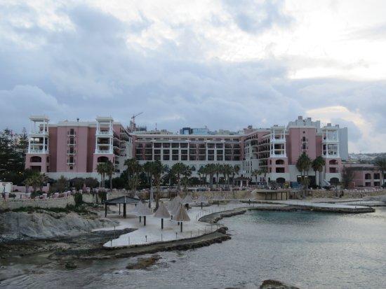 The Westin Dragonara Resort, Malta: De zeekant van het hotel