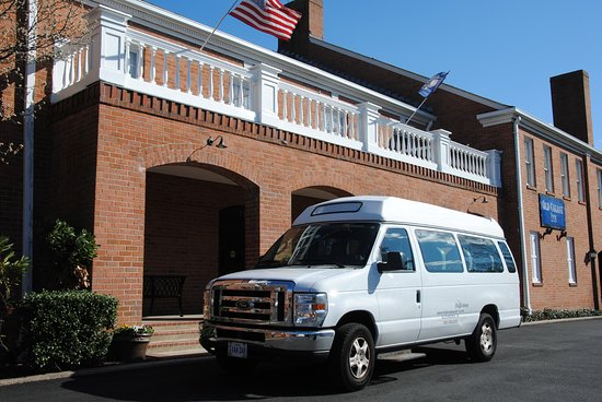 Old Colony Inn Alexandria: ​Shuttle Service is available 7:00 a.m to 9:00 p.m daily.