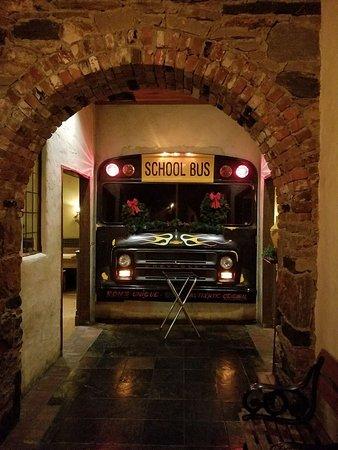 Ron's Original Bar & Grille: Interior