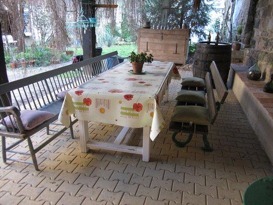 salle manger l 39 ext rieur picture of la tour de brazalem nerac tripadvisor. Black Bedroom Furniture Sets. Home Design Ideas