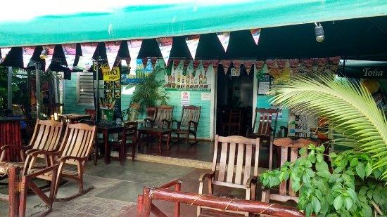 Casa Del Mar: front bar area