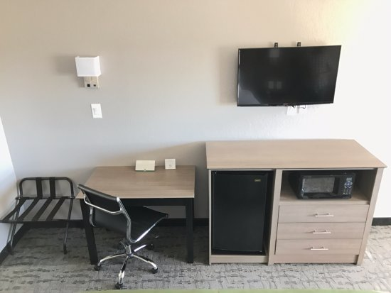 """Quality Inn I-10 East Near AT&T Center: All Rooms have Microwave & Mini Fridge, with 40"""" HD TV"""