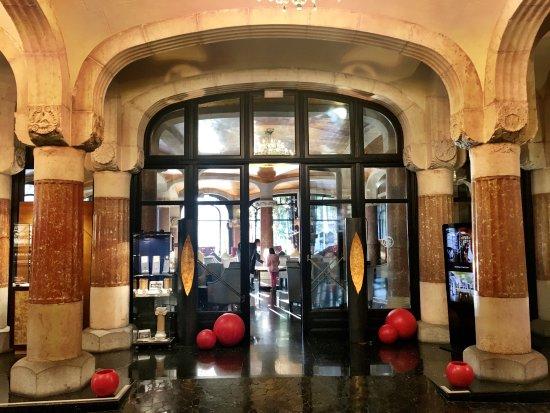 Casa Fuster Hotel: Entrée de la salle de bar au rez-de-chaussée.