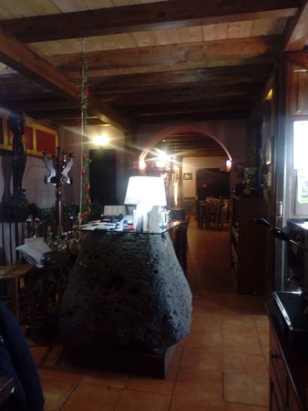 Piedimonte Etneo, Italia: Locale tipico della cucina Etnea