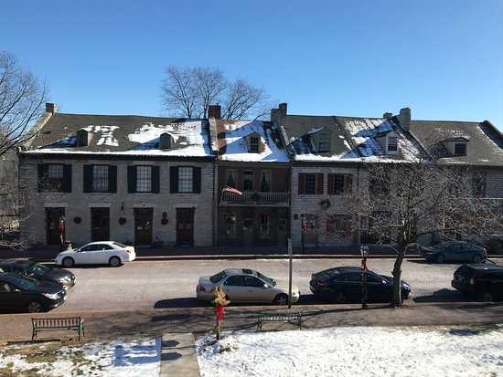 St. Charles Historic District: Cute little quaint shopping district.