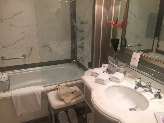 The St. Regis Florence: bathroom - good size
