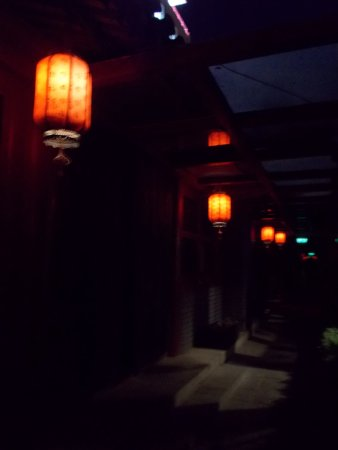 Happy Dragon Courtyard Hostel: Courtyard