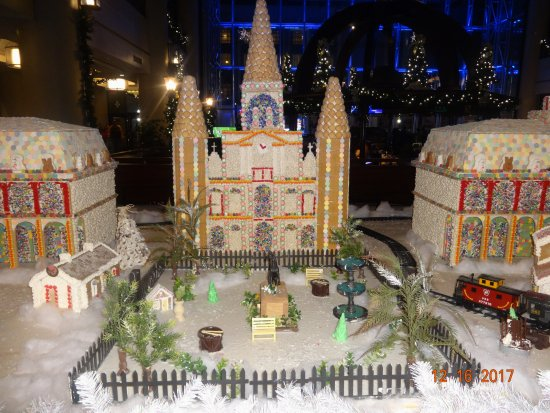 Sheraton New Orleans Hotel : Christmas Display