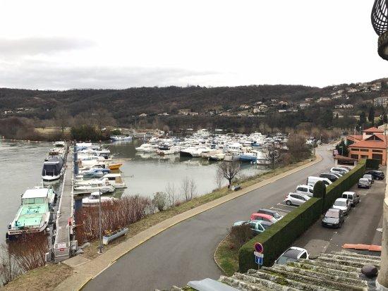 Les Roches-de-Condrieu, France : Vue sur le port des Roches