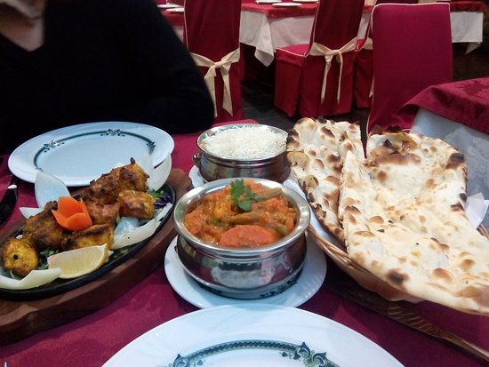 Everest Tandoori Nepali-Indian Restaurant: Plenty of food even for 3
