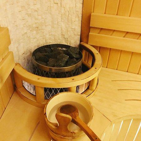Suite junior avec Jacuzzi , accès au sauna et au bain turcs inclus ...