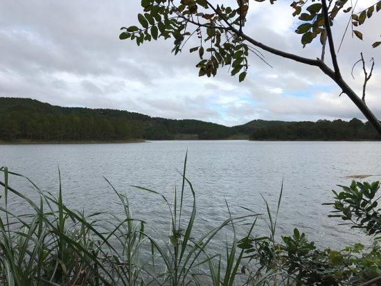 Dalat Edensee Resort & Spa: lakeside view