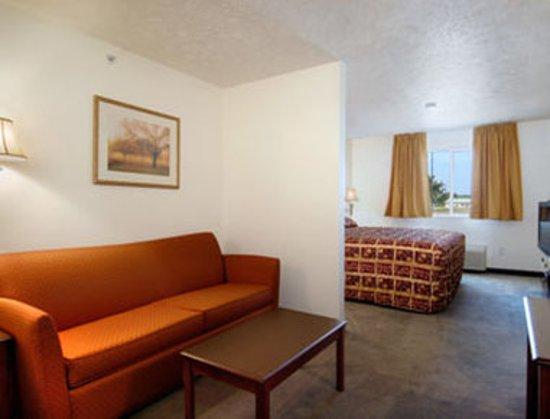 Alma, NE: Guest room