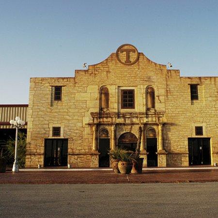 Hamilton, TX: Exterior