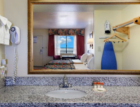 Days Inn & Suites Mesa : Guest room
