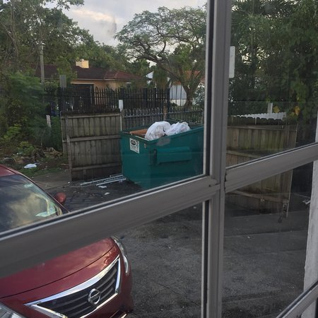 Knights Inn Miami Motel Bianco : Avoid this place! Mattress with bugs