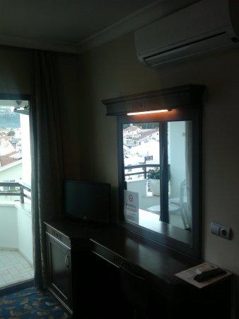 Oasis Hotel: room