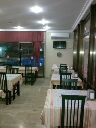 Oasis Hotel: DINING