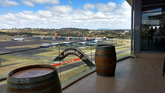 Rydges Mount Panorama Bathurst : The race track from the conference room