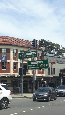 how to go to newtown sydney by train