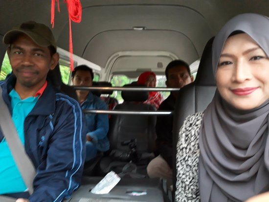 Exotic Borneo Travel Management: Smooth travel with all smile driver Tika San @ Tiger Wood. Comfy in an ample 7 seater van.