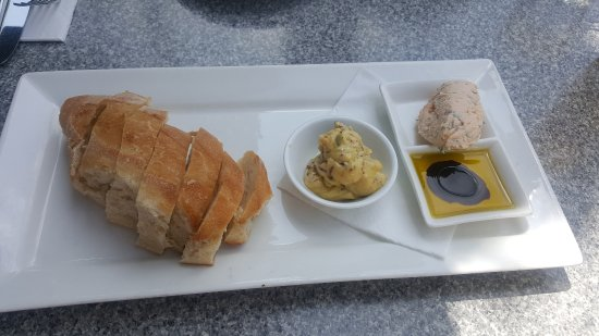 FORD'S Restaurant & Bar : Bread and spreads