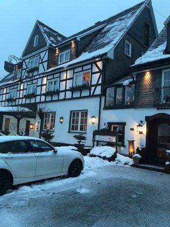 Westfeld, Germany: Schneiders Landhaus im Schnee