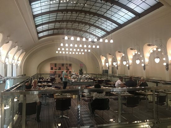 K+K Hotel Central: Breakfast Restaurant in a former theatre