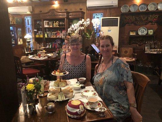 Biku Cafe: Love high tea