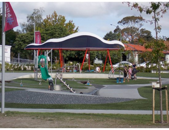Havelock North, New Zealand: The new shade addition to the Village Domain Park