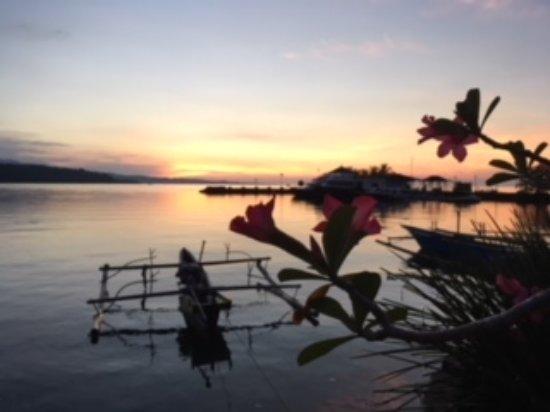Tasik Ria Resort Manado : Puesta de sol en la Playa 1