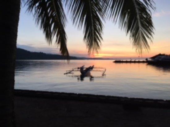 Tasik Ria Resort Manado : Puesta de sol en la Playa 2