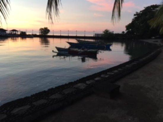 Tasik Ria Resort Manado : Puesta de sol en la Playa 3