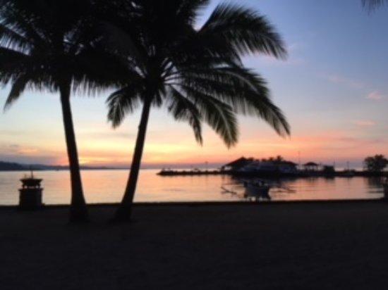 Tasik Ria Resort Manado : Puesta de sol en la Playa 4