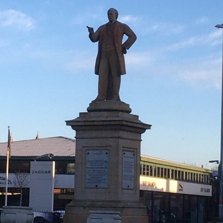 Нортгемптон, UK: Charles Bradlaugh Statue