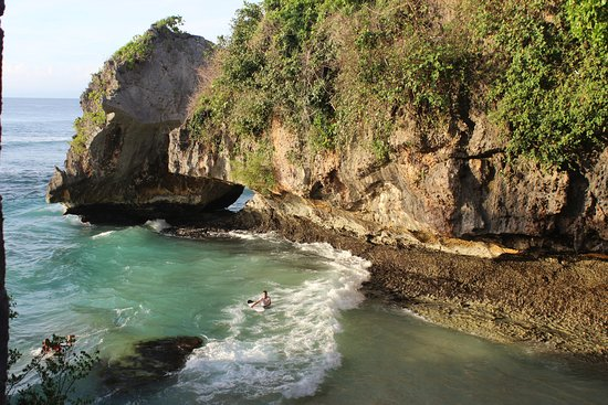 Gianyar, Indonesia: beach for relaks and surfing