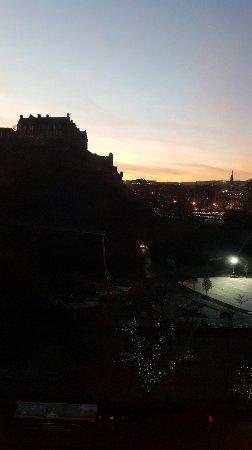 Premier Inn Edinburgh City Centre (Princes Street) Hotel: 20171218_081138_large.jpg