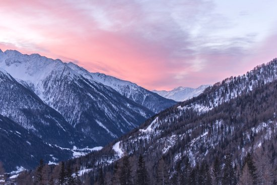 Kals am Grossglockner, Αυστρία: This is the morning view we experienced from our bedroom!