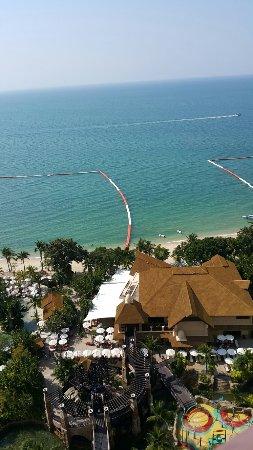 Centara Grand Mirage Beach Resort Pattaya: 20171213_134536_large.jpg