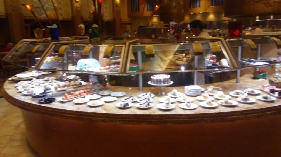 Hollywood Casino at Penn National Race Course: dessert bar