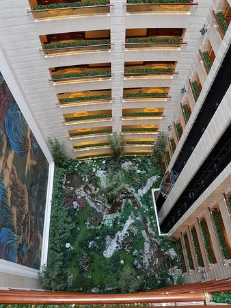Island Shangri-La Hong Kong: View inside looking down from 51st to 40th fl and its garden