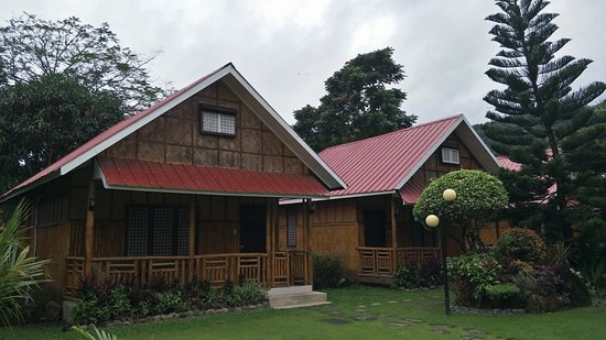 Pagsanjan, Filippinene: Bamboo-designed rooms by day