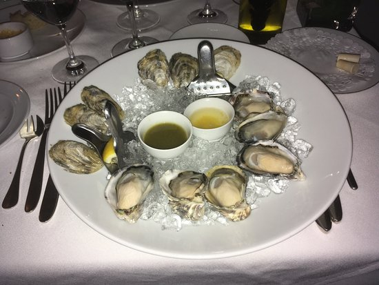 ‪‪Bishop's‬: The excellent oysters at Bishop's.‬