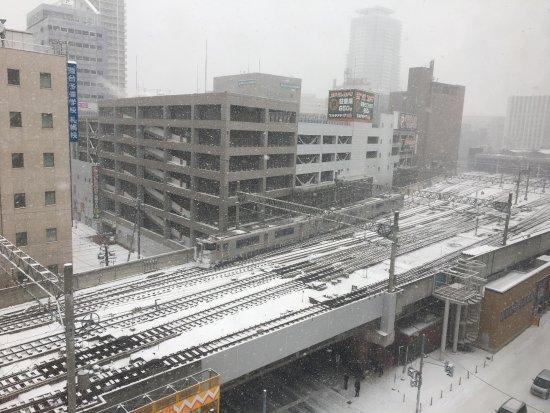 JR Inn Sapporo: 喜歡火車的朋友會喜歡這景觀!